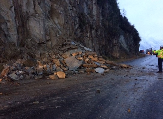 Rock slide closes Trans-Canada Highway near Golden